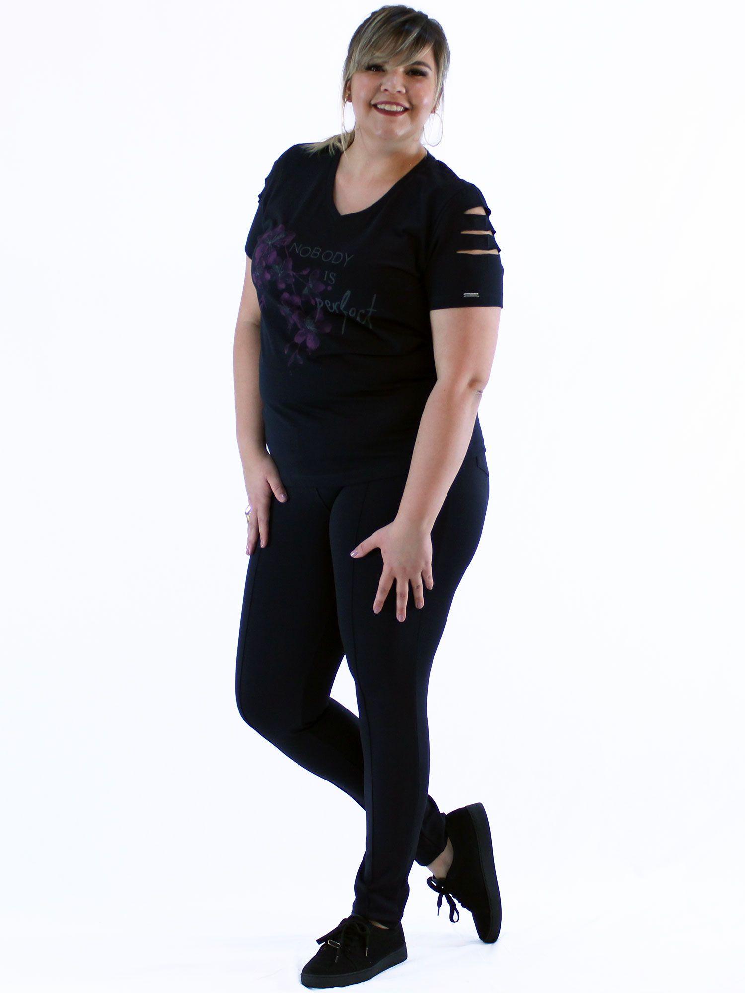 Blusa Decote V Plus Size KTS com Estampa Flor Preto