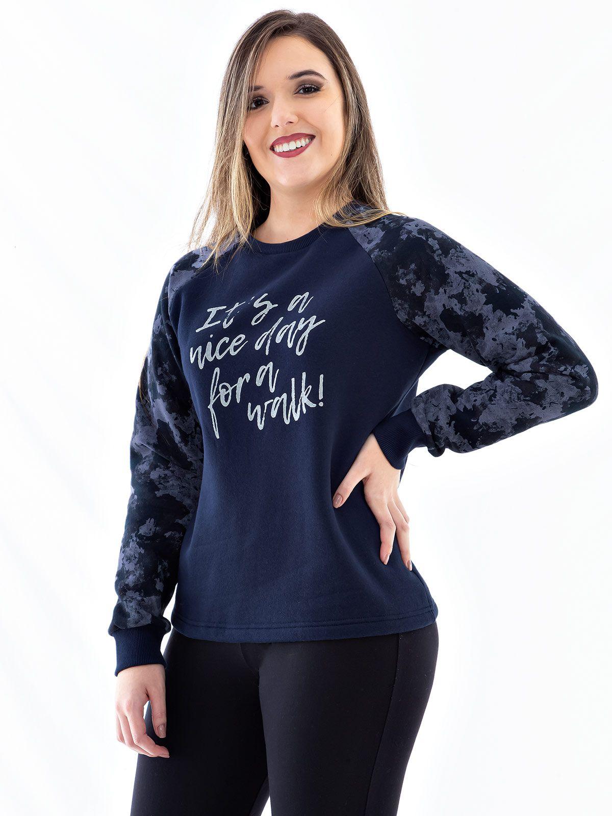Blusa Moletom Feminino com Mangas Camufladas Anistia Azul Marinho