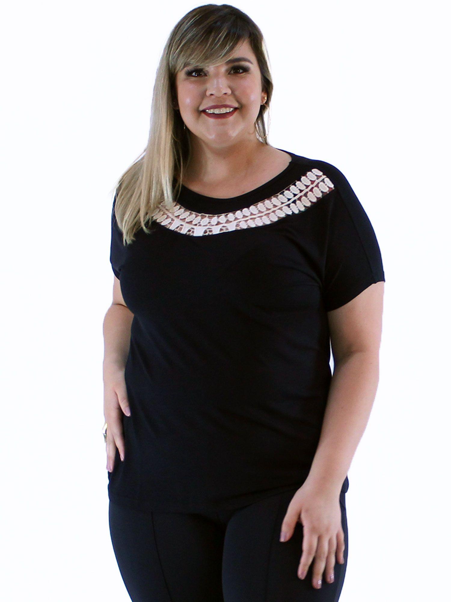Blusa Plus Size Decote com Renda de Guipir KTS Preto