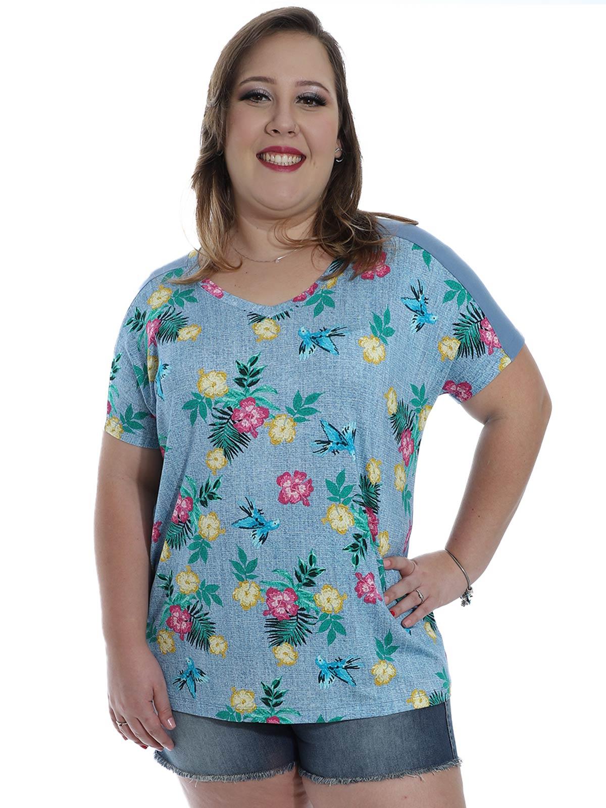 Blusa Plus Size Decote em V. Frente Estampada KTS Azul Claro