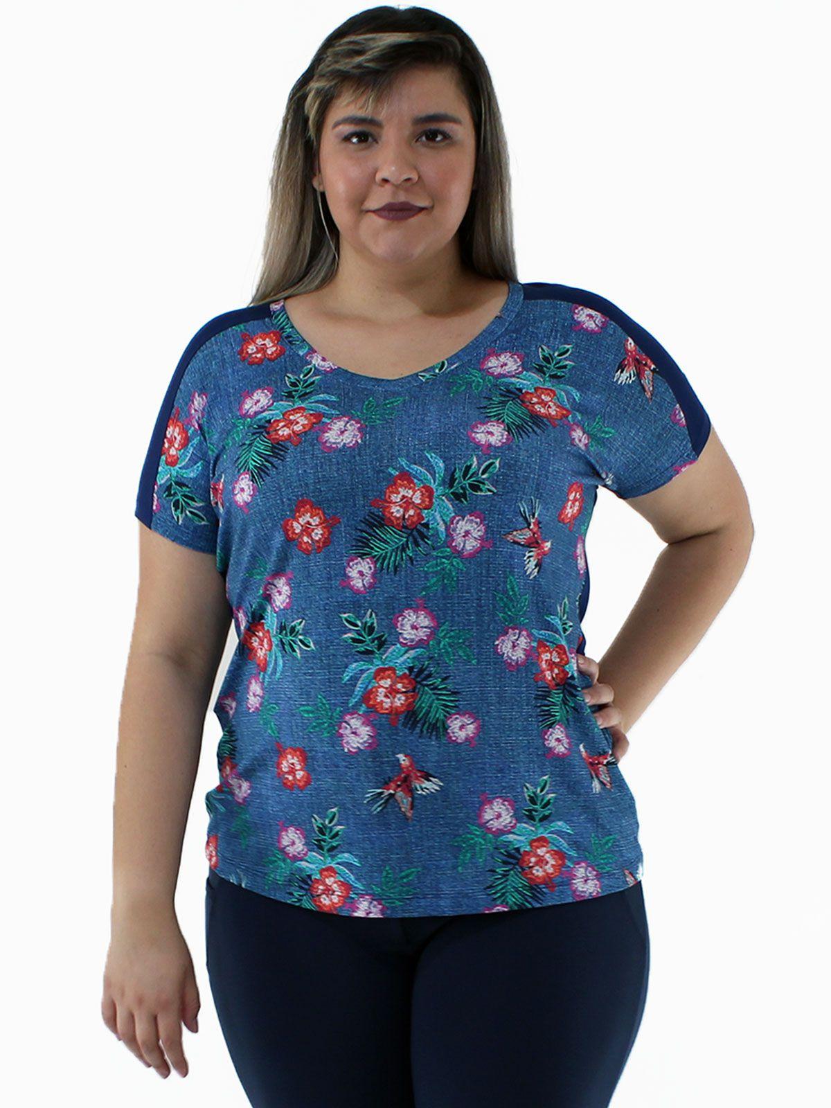 Blusa Plus Size Decote em V. Frente Estampada KTS Azul Jeans