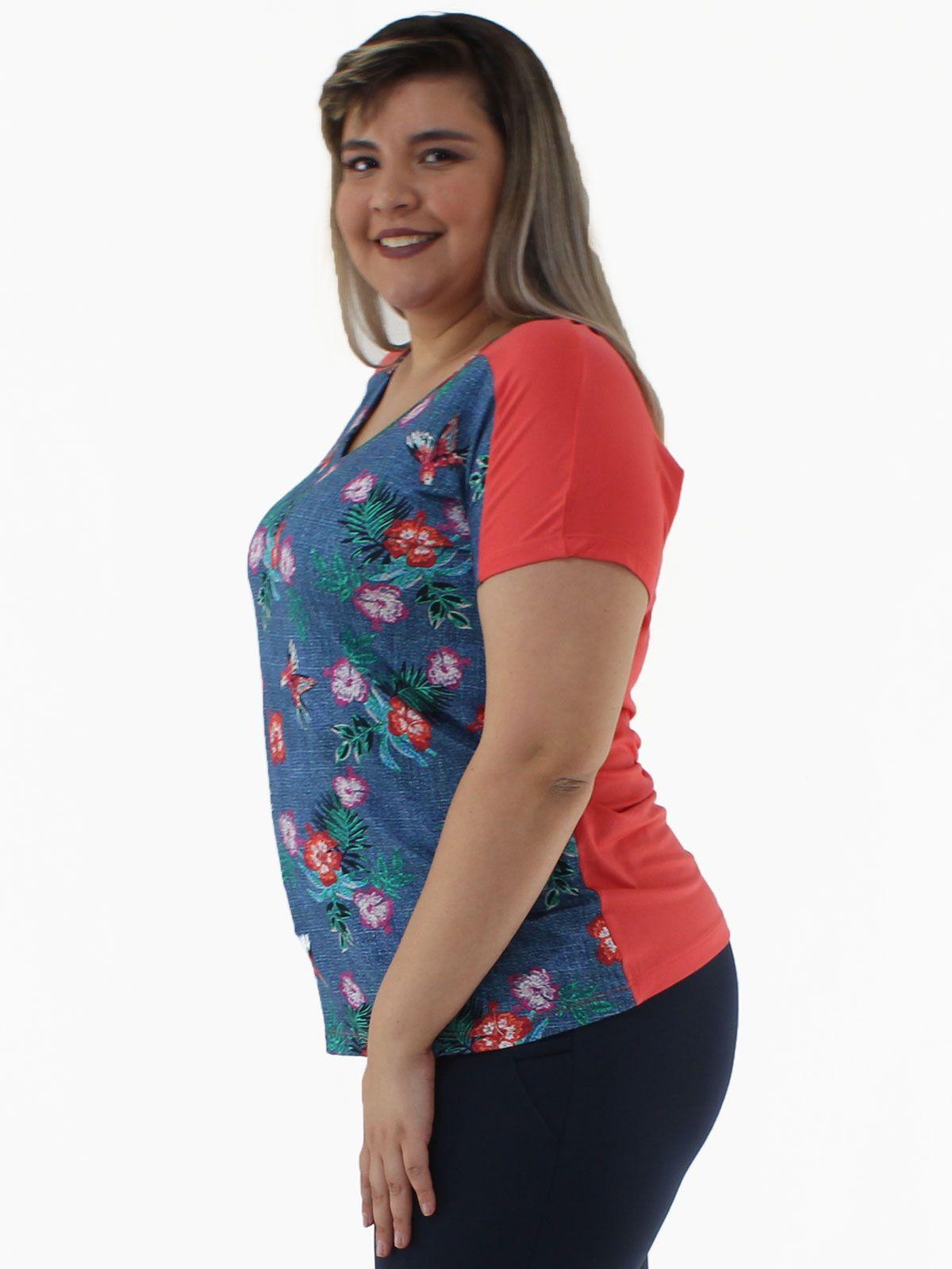 Blusa Plus Size Decote em V. Frente Estampada KTS Vermelho