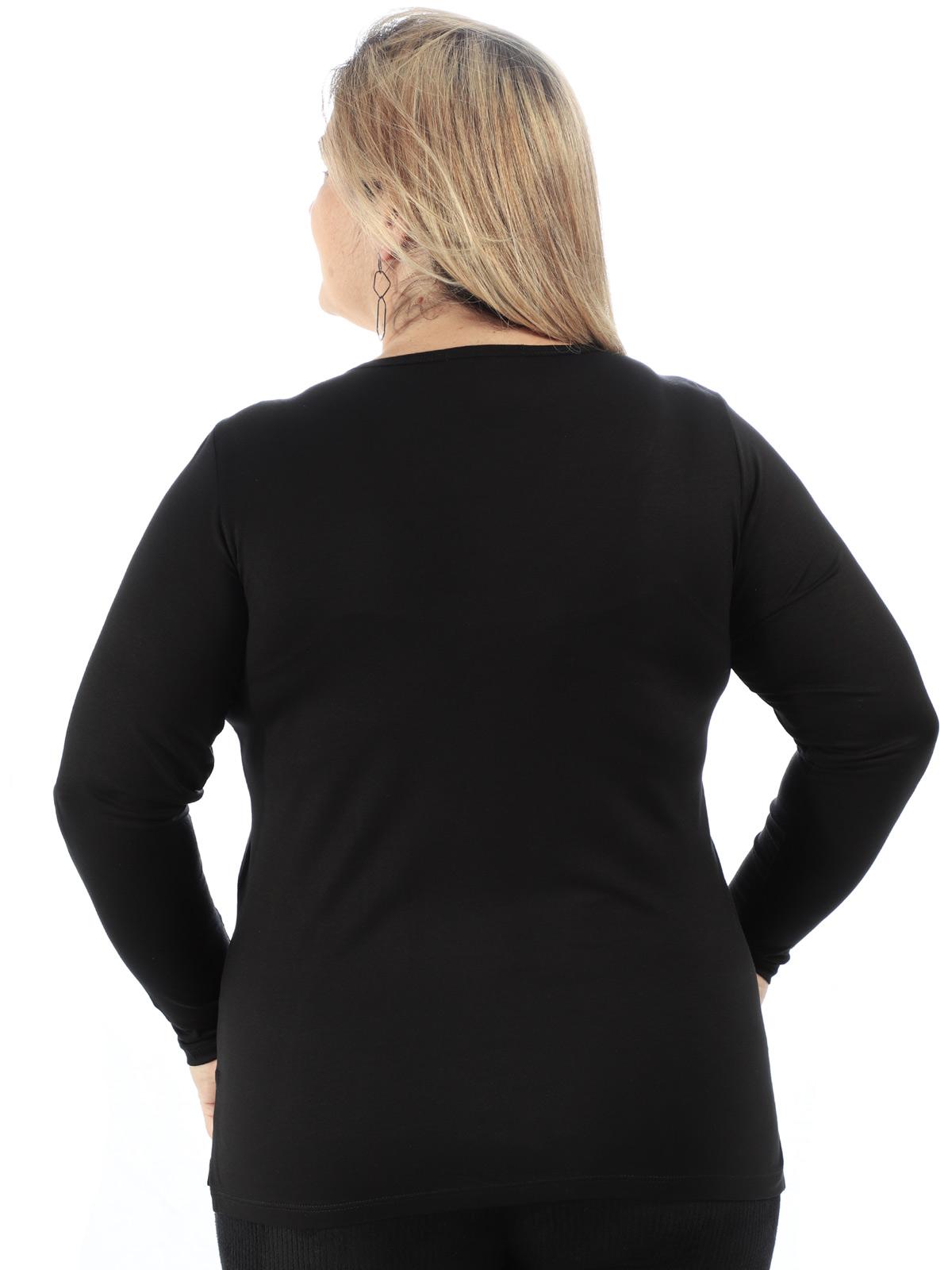 Blusa Plus Size Feminina Decote V com Aplicação Preta