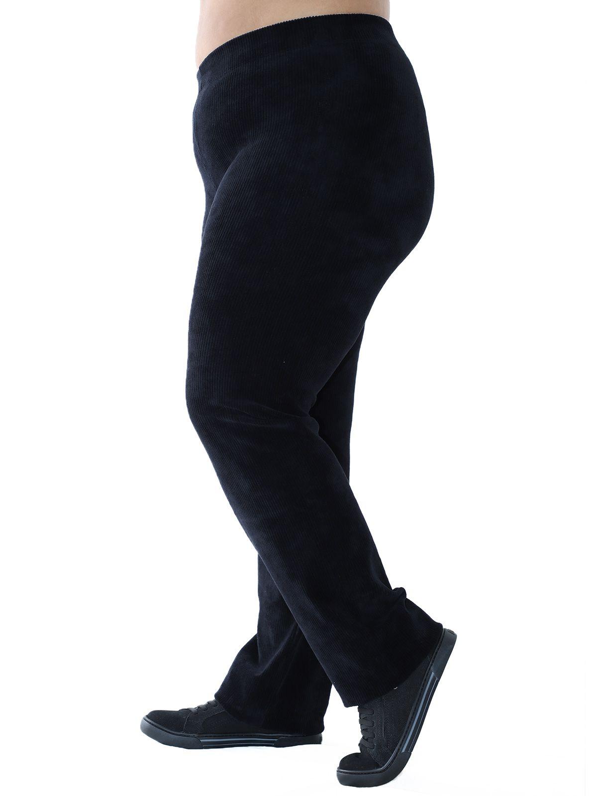 Calça Plus Size Reta de Veludo Cotelê Preta