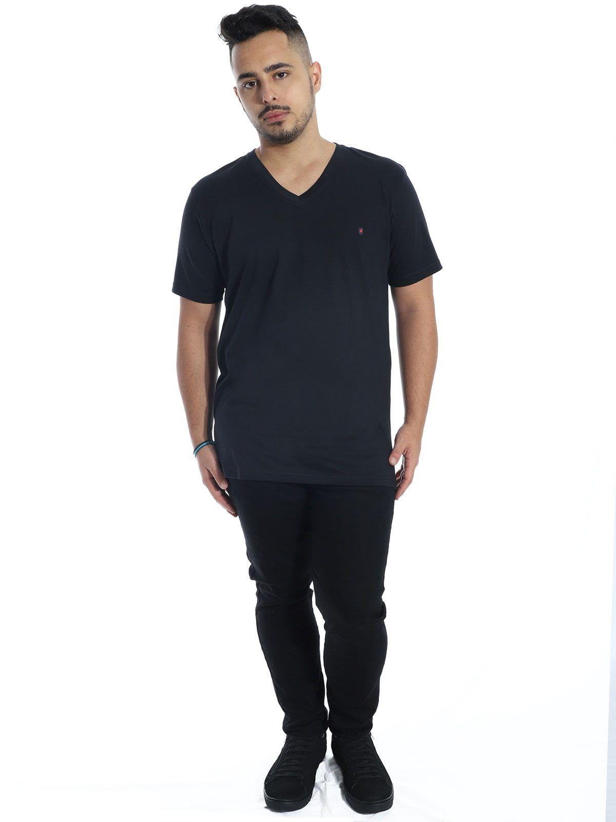 Camiseta Anistia Básica Decote V. Chest Preto
