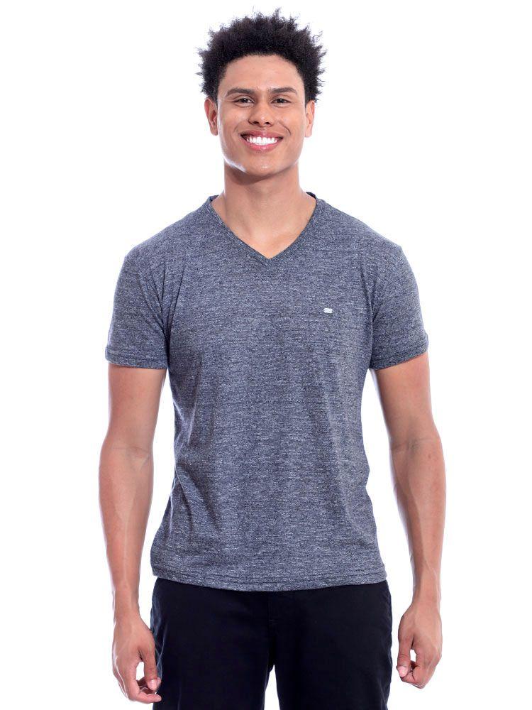 Camiseta Anistia Decote V. Granite Preto