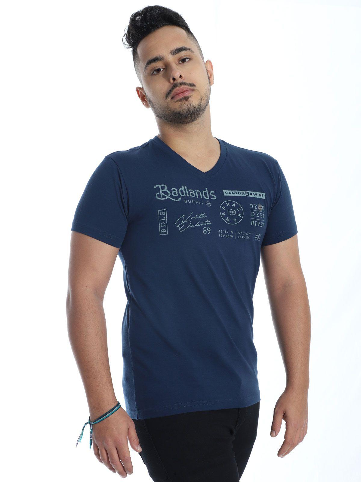 Camiseta Anistia Slim Fit com Elastano Decote V. Marinho