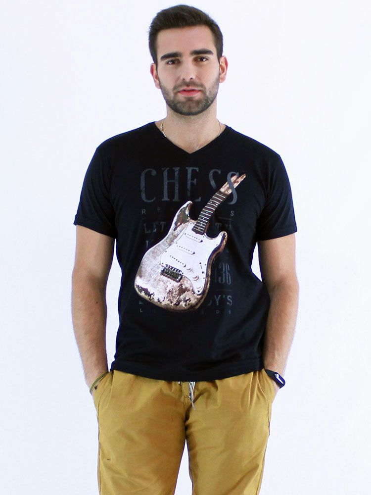Camiseta Anistia Slim Fit Decote V. Guitar Preto
