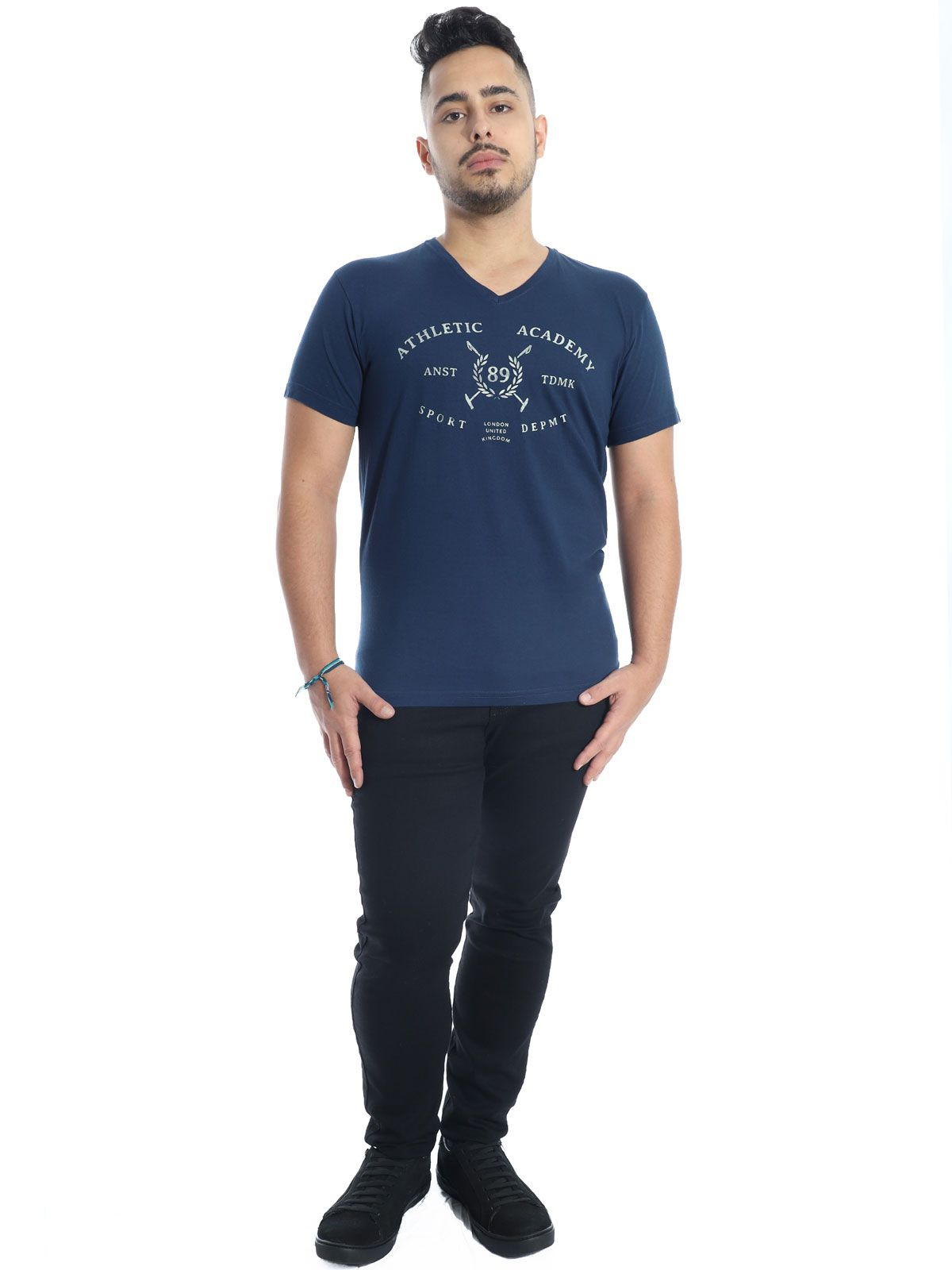 Camiseta Anistia Slim Fit Decote V. England Marinho