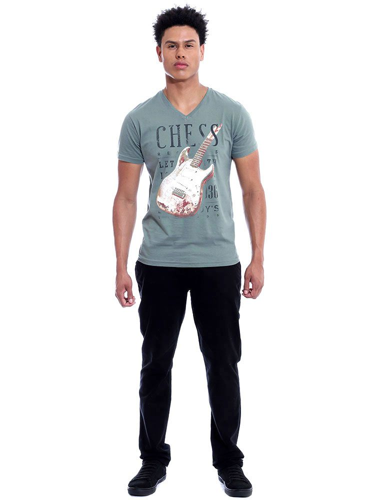 Camiseta Masculina Slim Fit Decote V. Anistia Guitar Concreto
