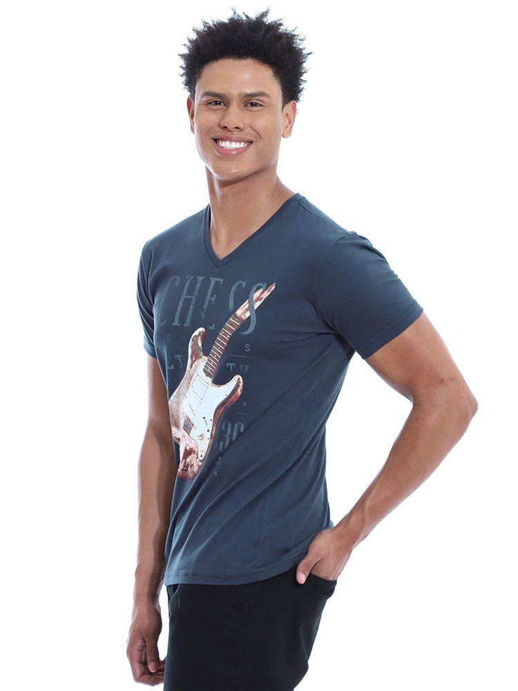 Camiseta Anistia Slim Fit Decote V. Guitar Grafite