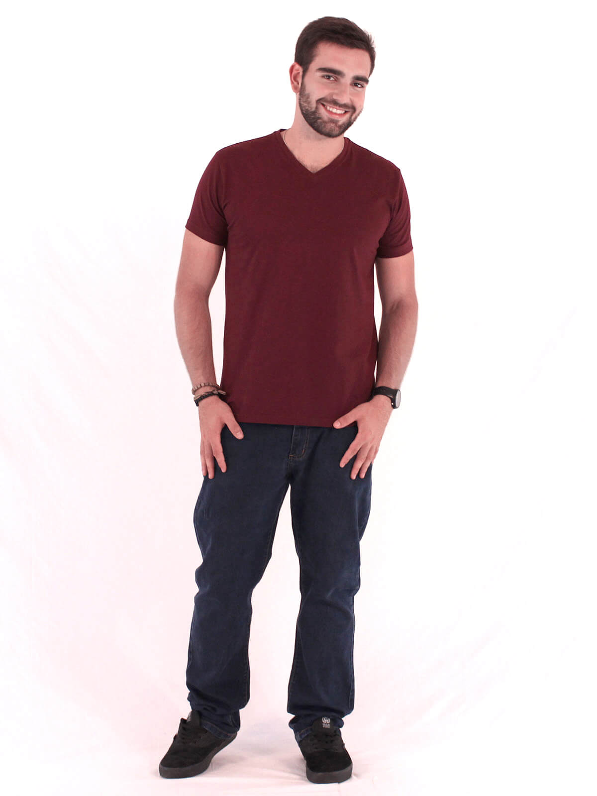 Camiseta Masculina Decote V. Algodão Slim Fit Lisa Bordo