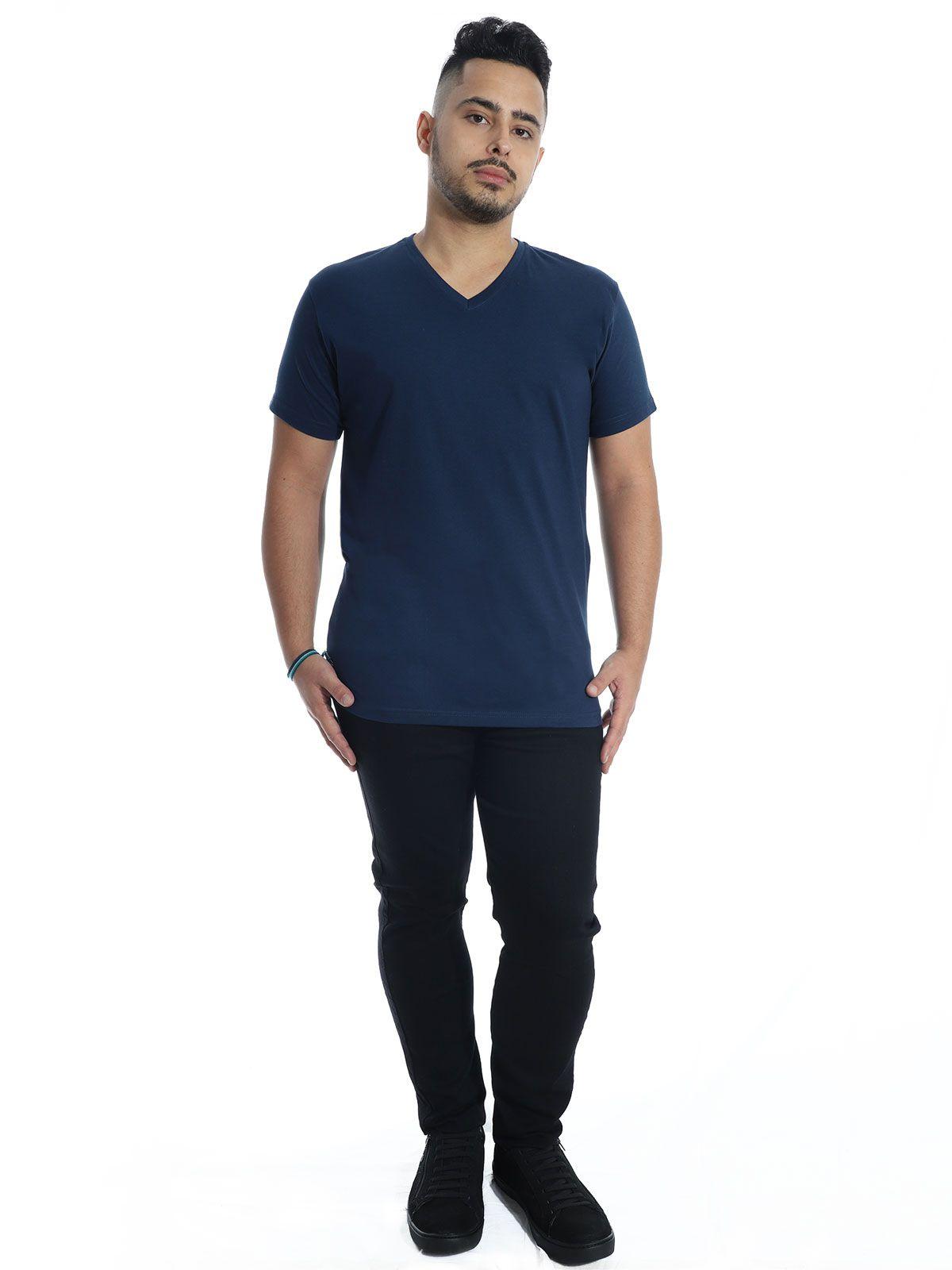 Camiseta Anistia Slim Fit Decote V. Lisa Marinho