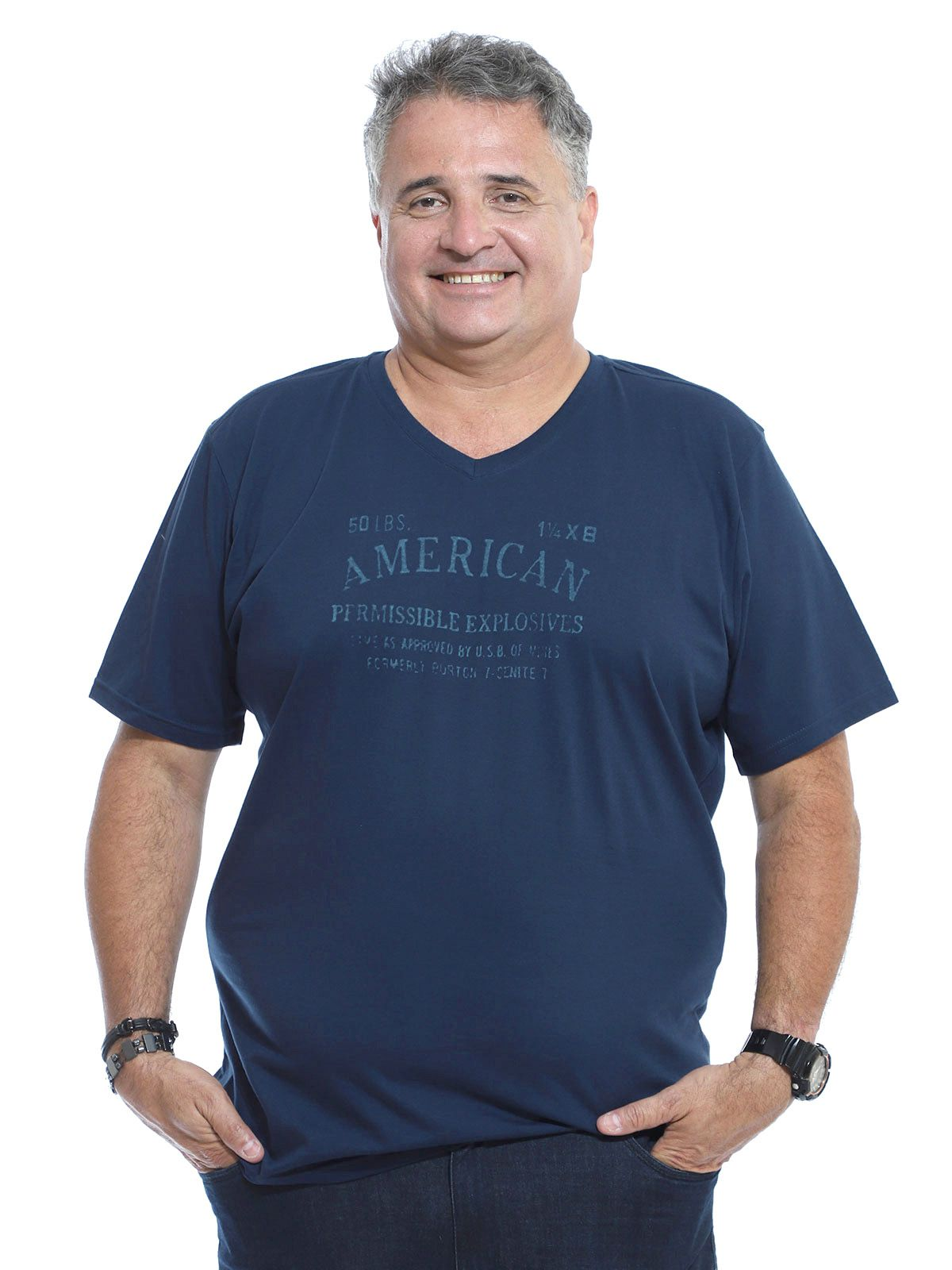 Camiseta Decote V. Plus Size Anistia Marinho