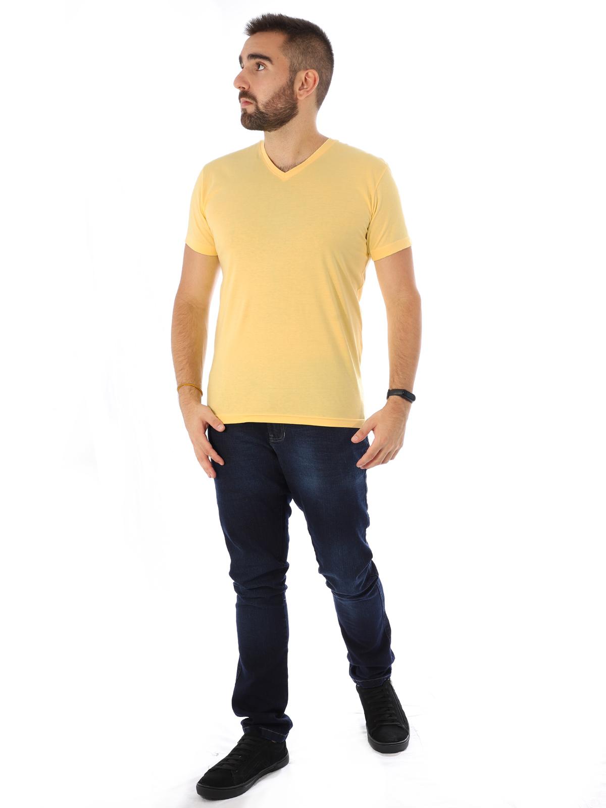 Camiseta Masculina Decote V. Algodão Slim Fit Lisa Amarela
