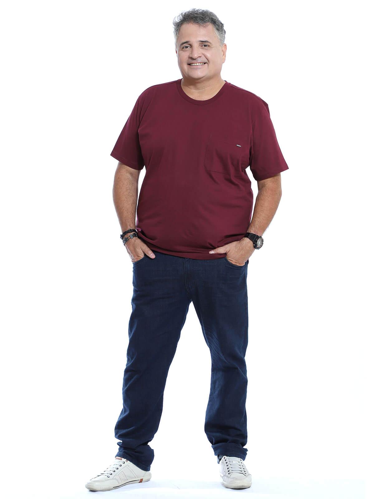 Camiseta Plus Size Anistia Bolso com Plaquinha Vinho