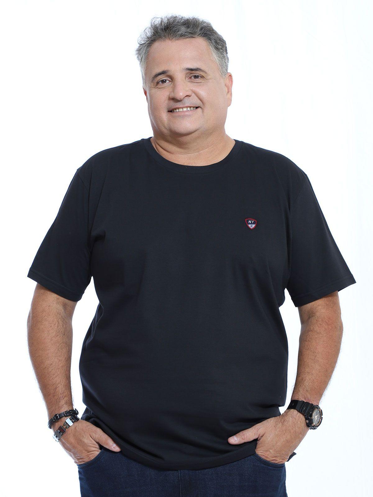 Camiseta Plus Size Anistia Bordado Two Colors Preto