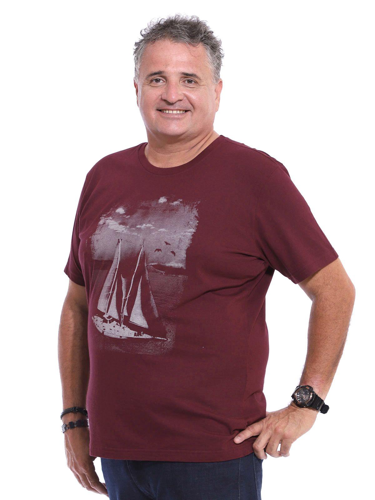 Camiseta Plus Size Anistia U.S.A. Vinho