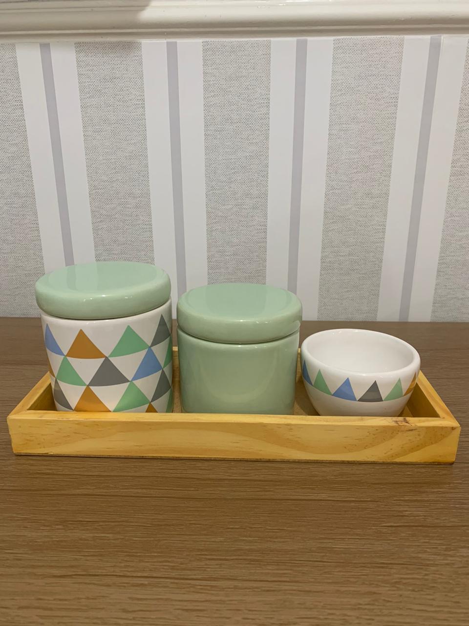 Kit Higiene 4 peças Coleção Triangulo Verde Bandeja Pinus