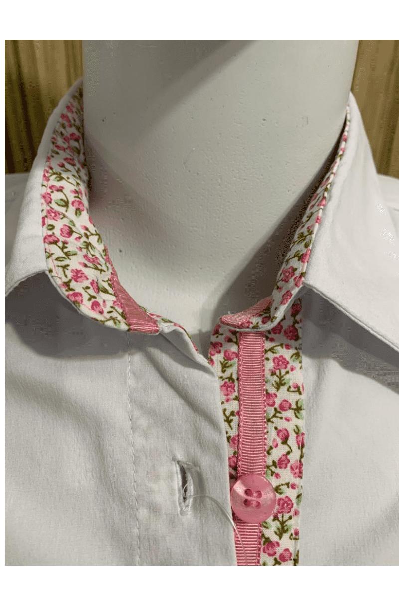 Camisete Feminina Branca com Detalhes Florais Moda Evangélica