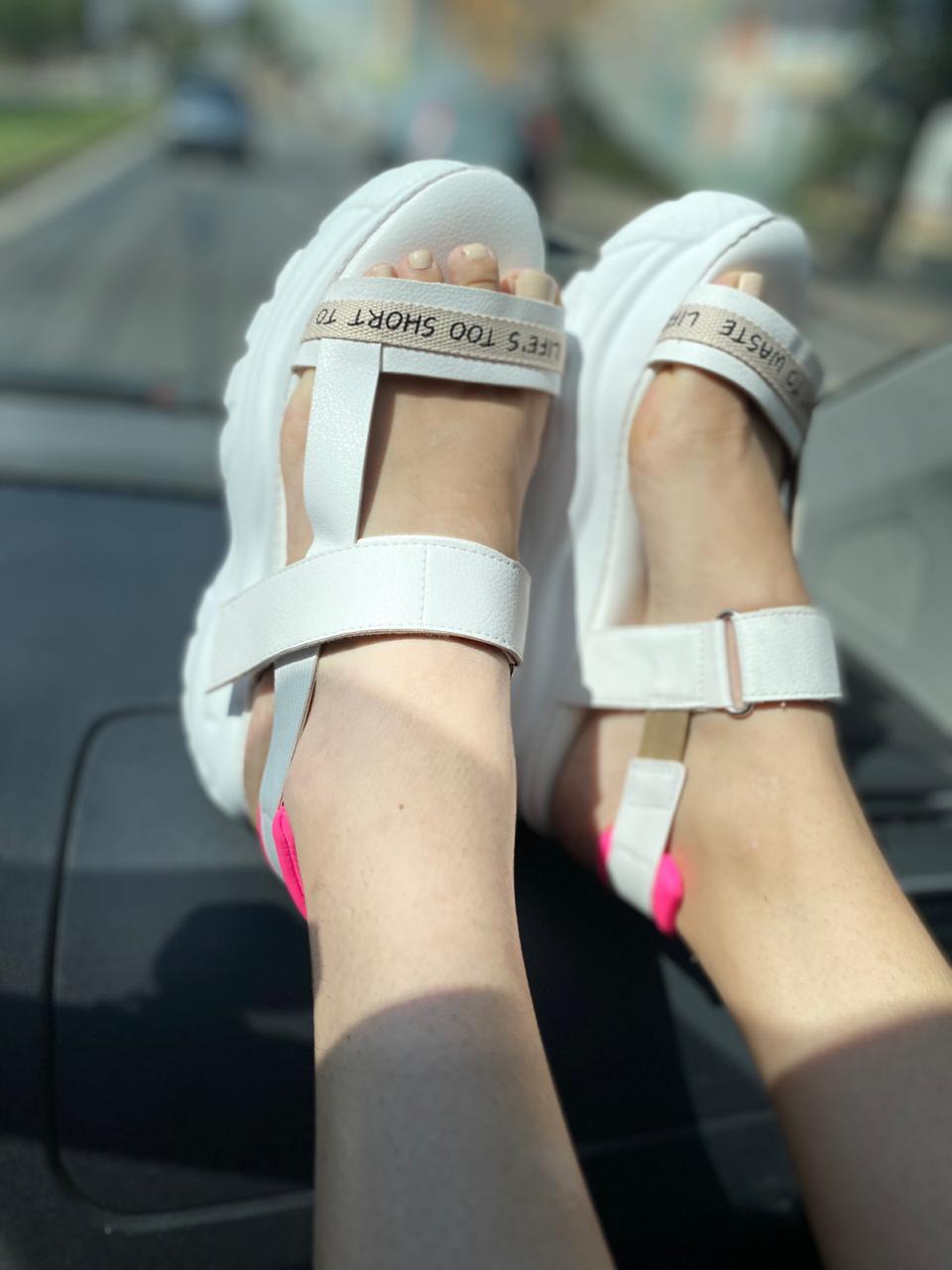 Com essa sandália você anda nas nuvens!