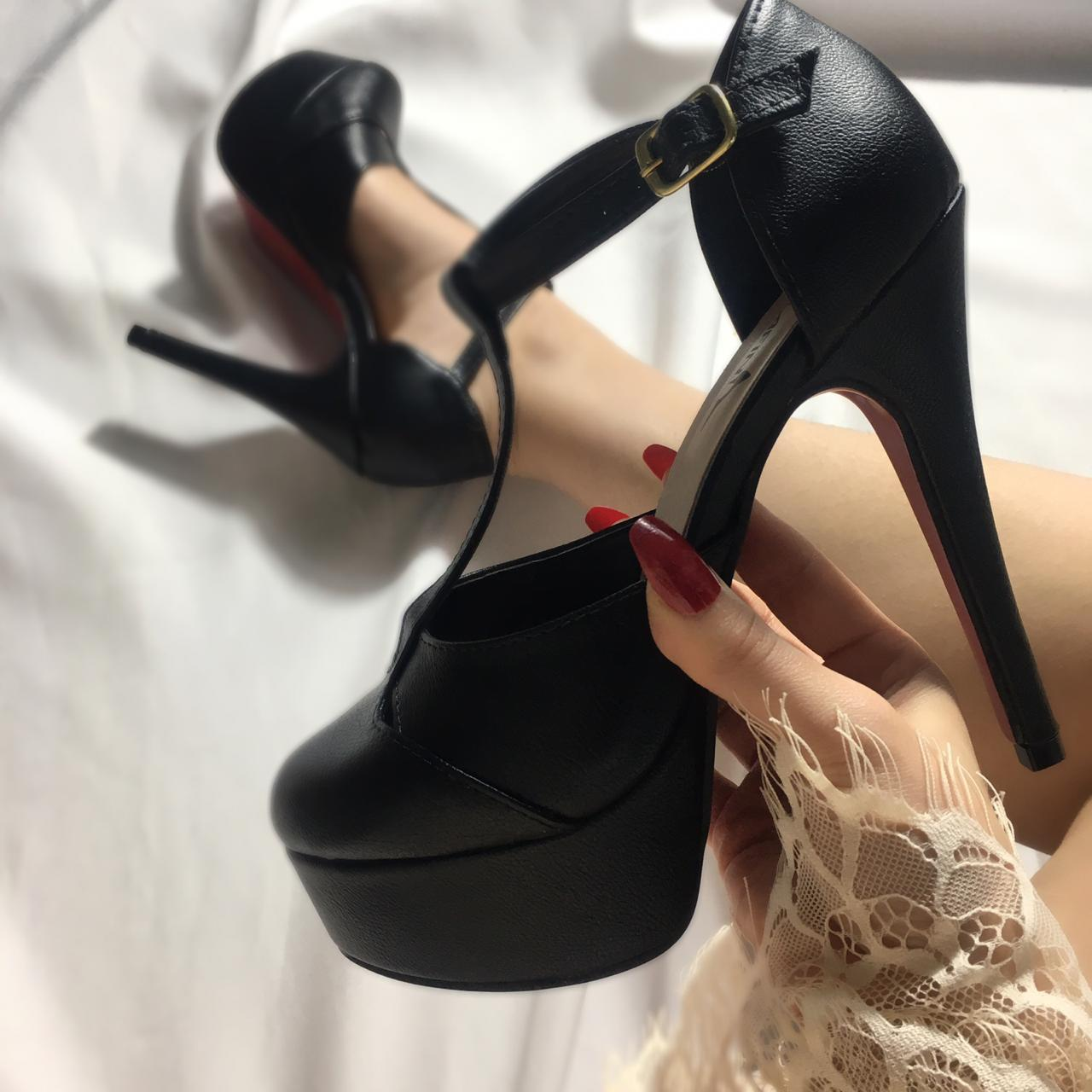 Empodere-se com o luxuoso sapato Serafini!