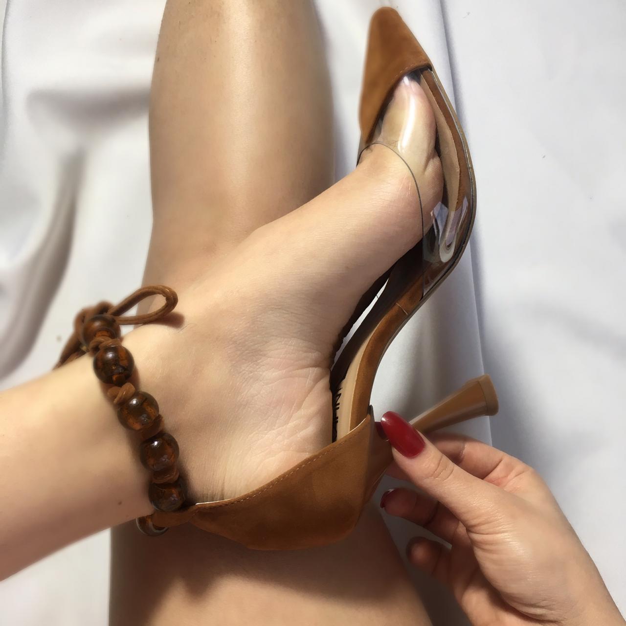 Empodere-se com o maravilhoso scarpin vinil SERAFINI