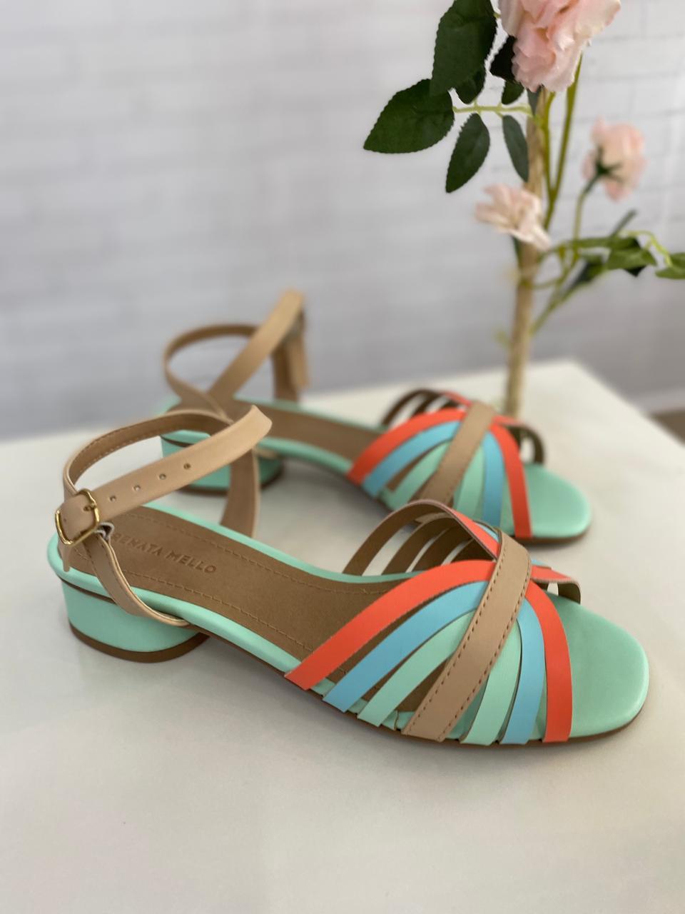 Corre, corre ! Ainda há tempo de se sentir incrível com esta sandália !!