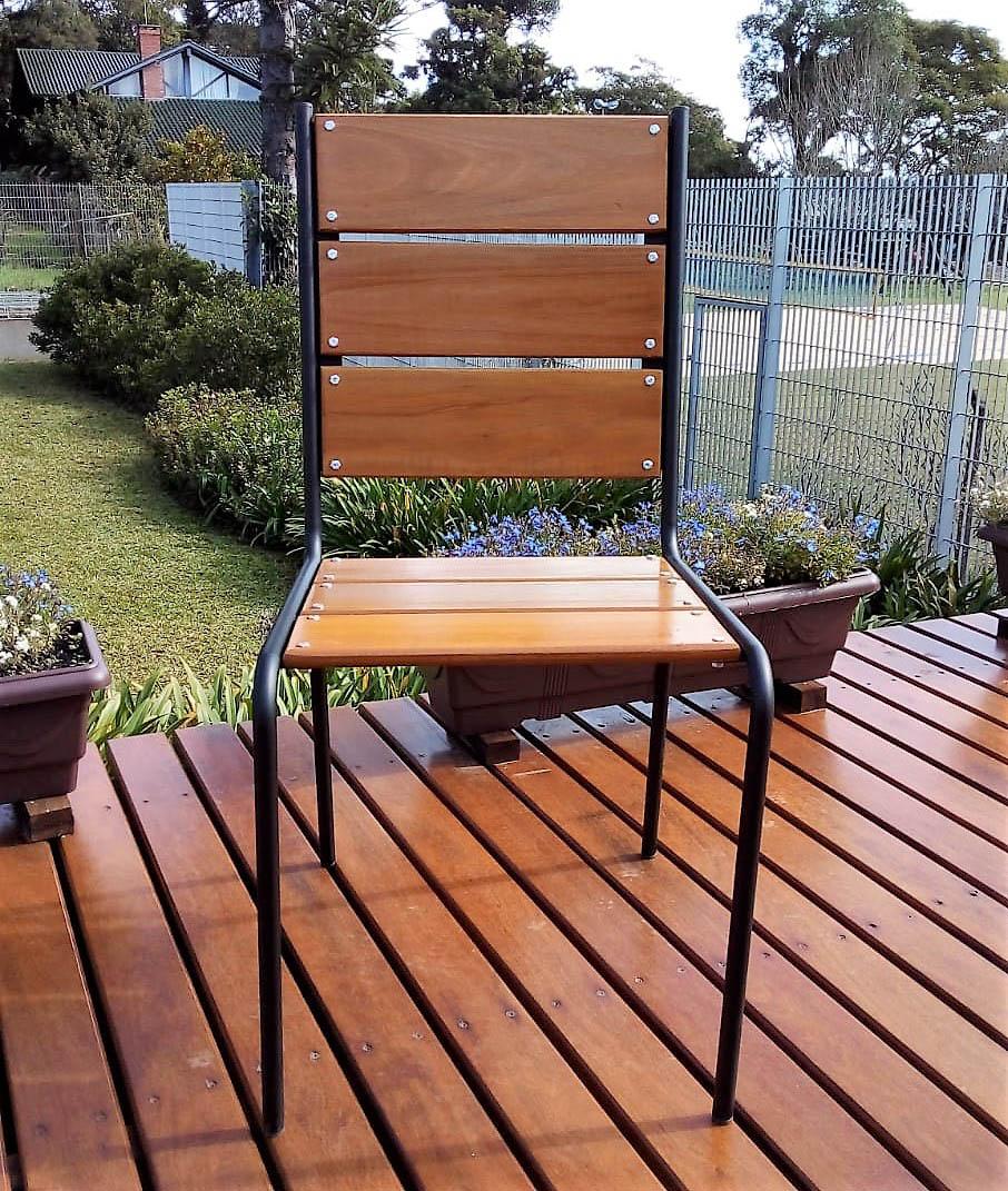 Cadeira em Madeira e Aço - CM44.P