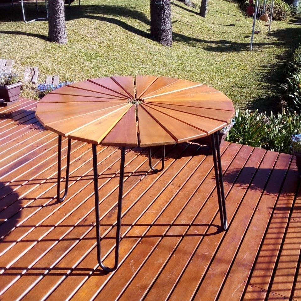 Conjunto Mesa com 4 Cadeiras em Alumínio e Madeira (com ombrelone bordô)