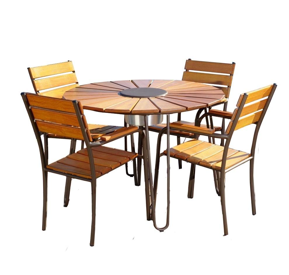 Conjunto Mesa e 04 Cadeiras em Alumínio e Madeira - CJMC108M