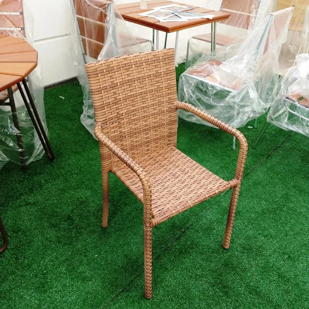CR05 - Cadeira em Alumínio e Fibra Sintética 10mm