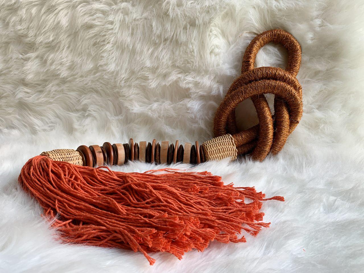 Colar de decoração cordas laranja