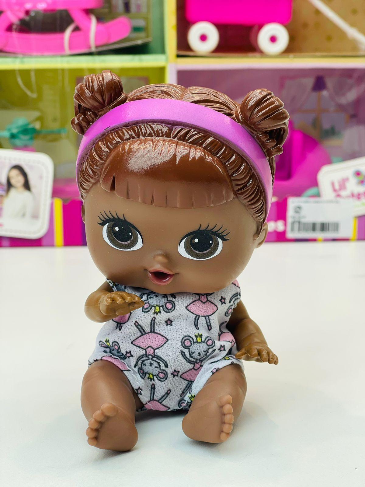 Boneca Negra Lil Cutesies E Amigos Com Casinha Cotiplás
