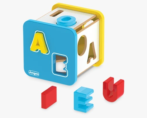 Cubo Didático Em Madeira MDF Com Letras Vogais Em Plástico Junges