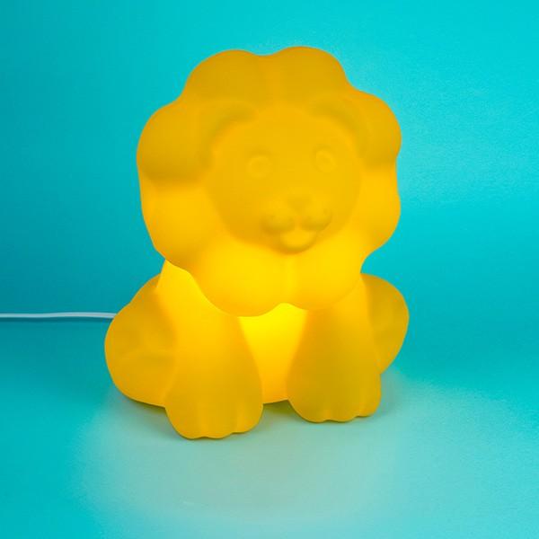 Luminária Temática Leãozinho Amarelo 32 cm De Altura Usare