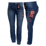 Calça Jeans Feminina Com Detalhe De Flor Plus Size