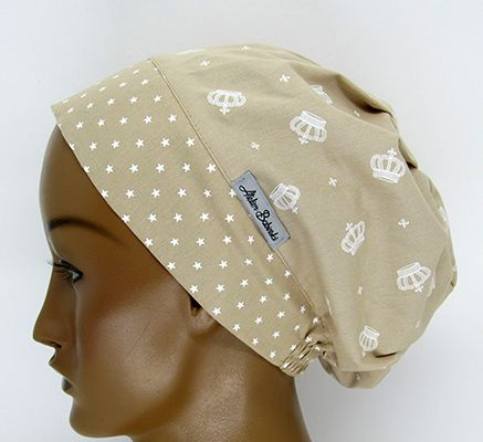 TF720 - Touca Estampa Coroas Fubdo Bege  - Atelier Babinski