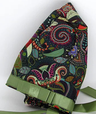 TF787 - Touca Estampa Arabescos Verde Musgo com Fita  - Atelier Babinski