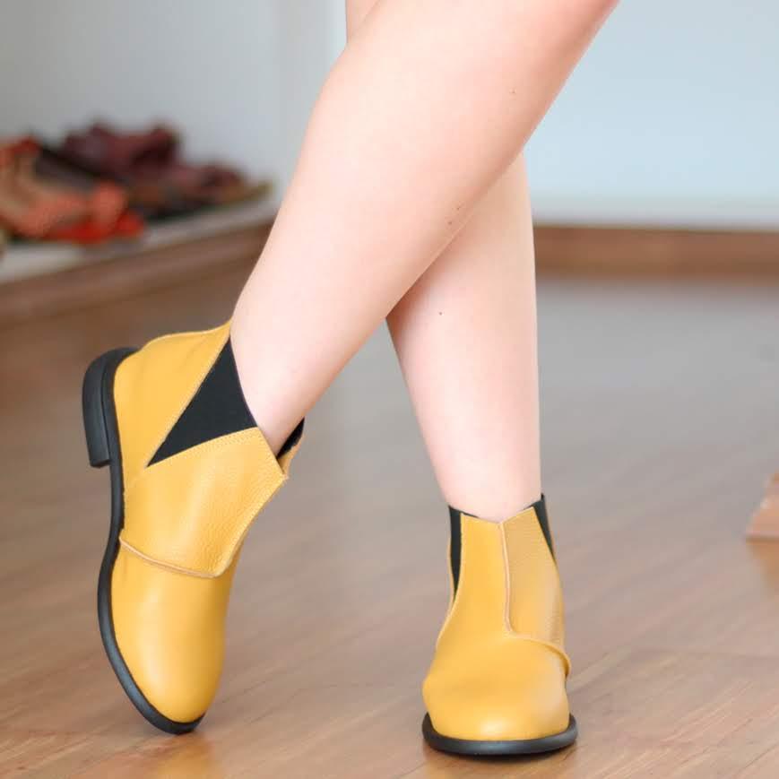 Bota feminina Solado Rasteiro Cano Curto Em Couro Legítimo Amarelo