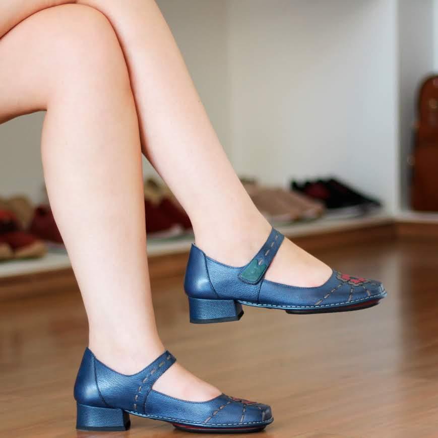 Sapato Boneca Salto Grosso Quadrado Estilo Retrô Vintage Azul com Flor DX0013