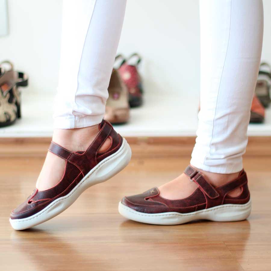 Sapato Feminino Retrô Vintage Em Couro Legitimo Com Velcro  ET0001