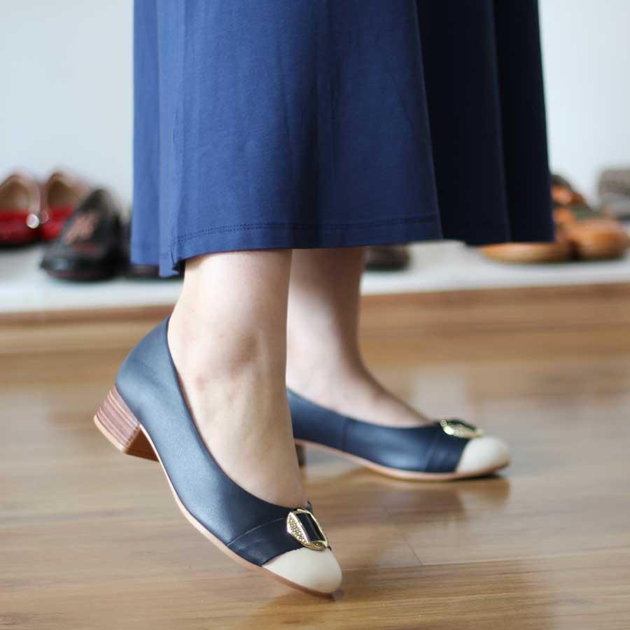 Sapato Feminino Usaflex Couro Areia Preto Bico Redondo AD0407