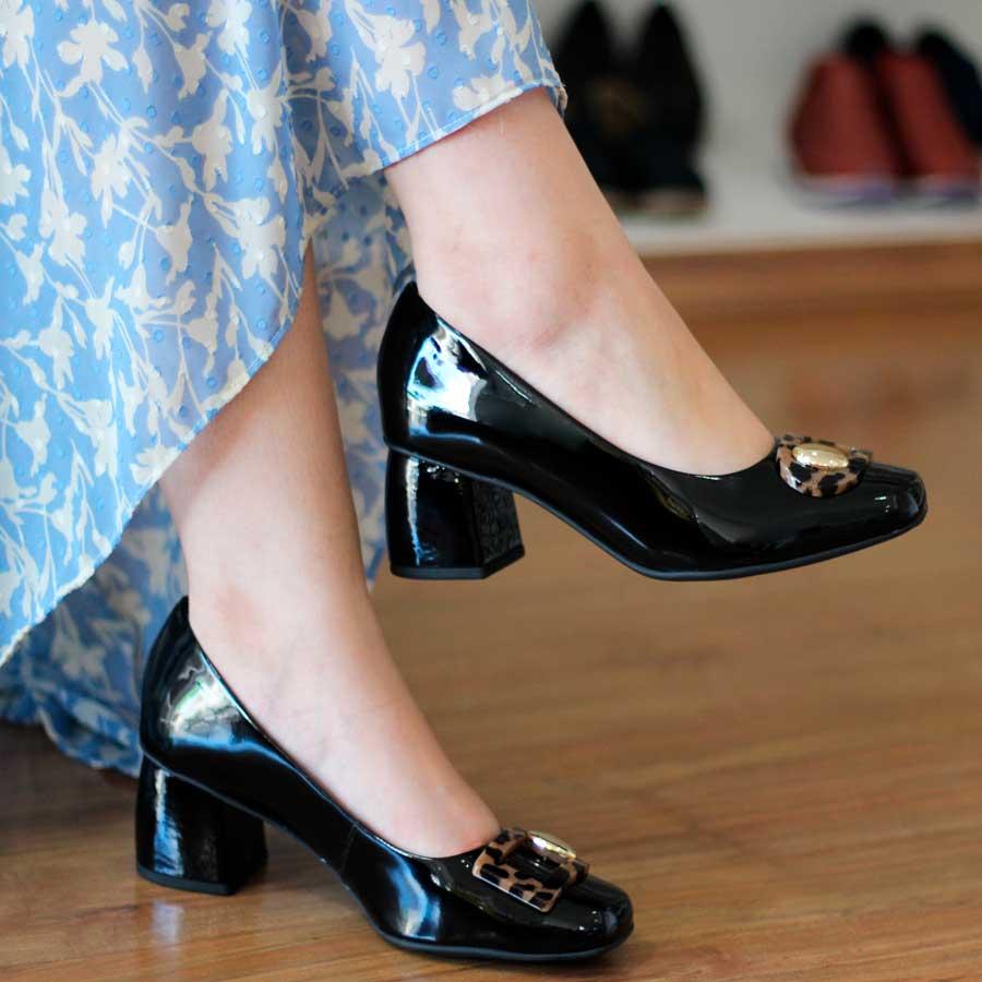Sapato Feminino Usaflex Couro Verniz Preto Salto Médio Bico Redondo 2504
