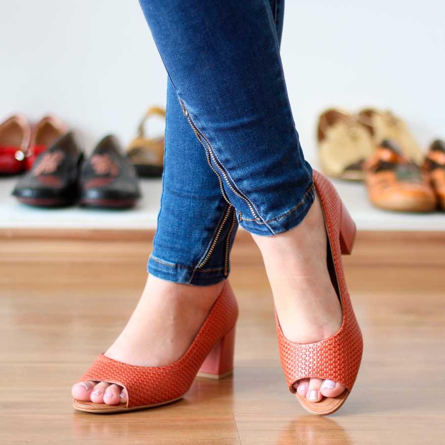 Sapato Feminino Usaflex Peep Toe Salt Grosso Em couro AD1601