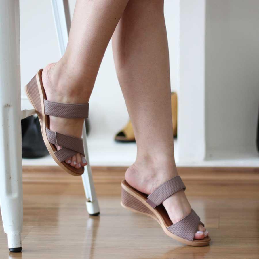 Tamanco Feminino Usaflex Confortável  Salto Anabela Ajuste com Velcro  AF0706