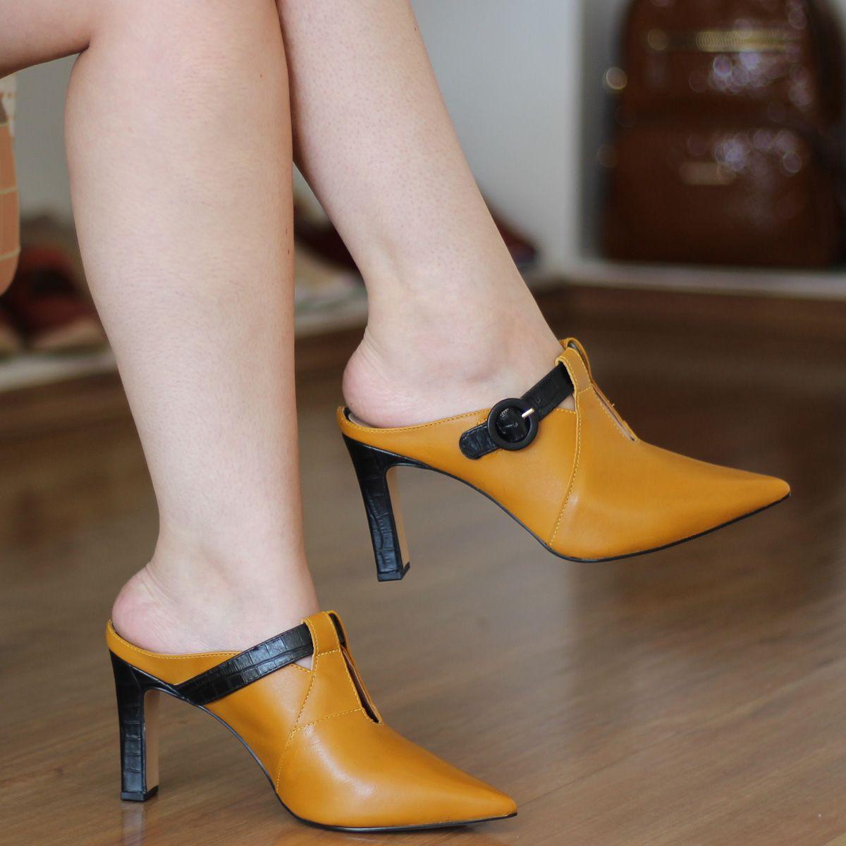 Tamanco Mule Bico Fino Feminino Salto Alto em couro Amarelo 4202
