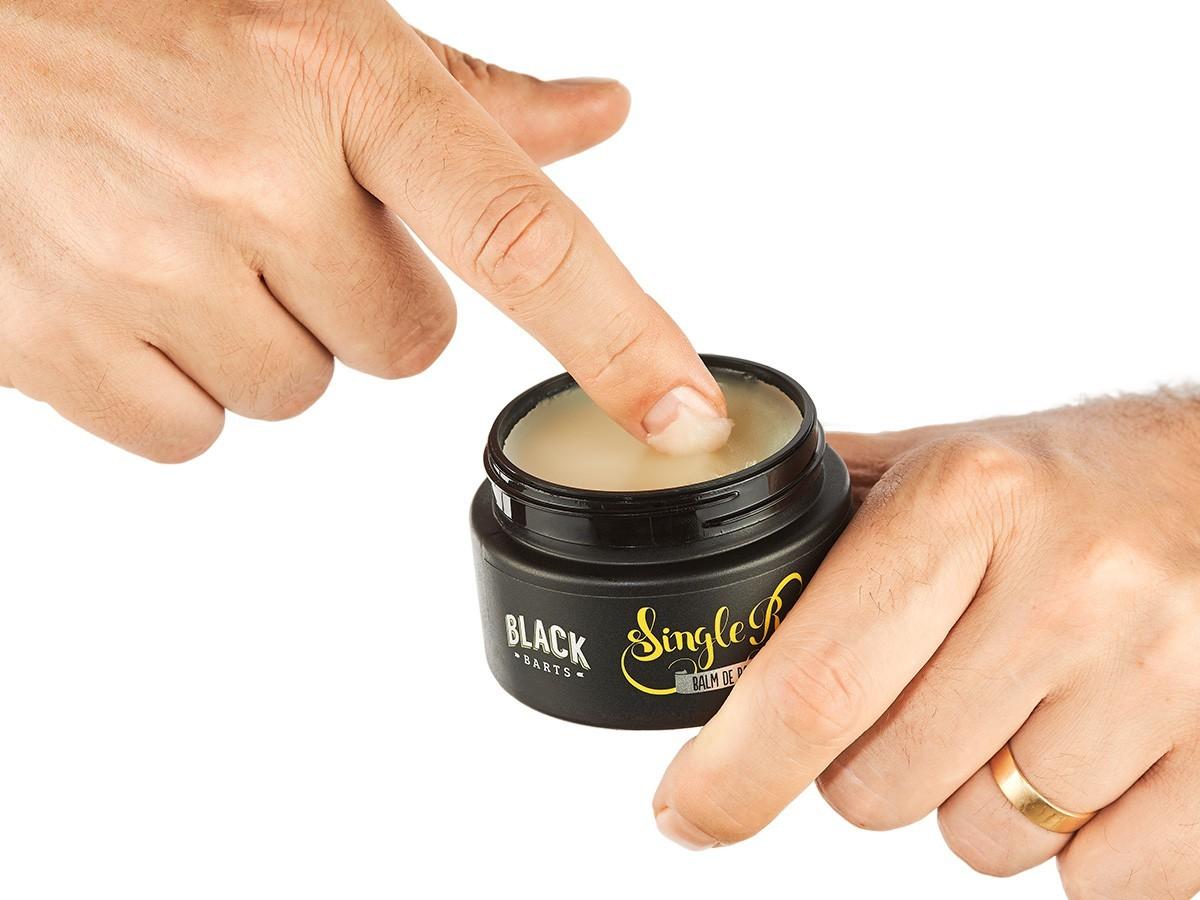 Kit + Bag Artesanal Exclusiva + Pente de Madeira Curvo + Balm Modelador de Barba em Cera Black Barts®  - Black Barts