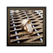 Par de alianças  bordas altas cravejada pavê no centro 9mm em Ouro 18k