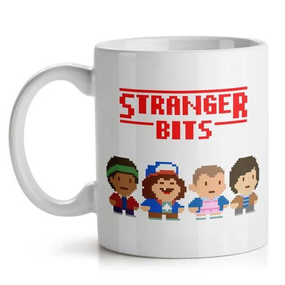 Caneca Stranger Bits